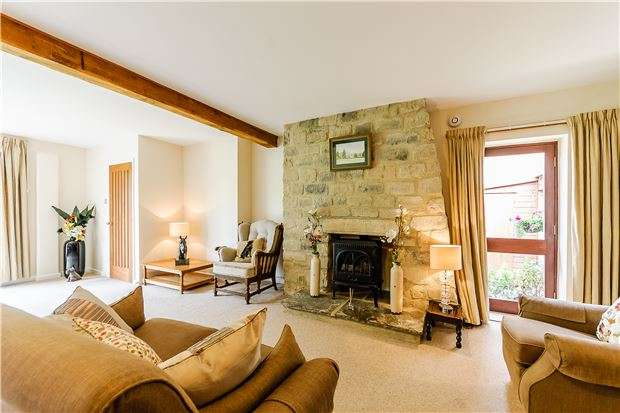 2 Bedrooms Bungalow for sale in Haresfield Court, Haresfield, STONEHOUSE, Gloucestershire, GL10 3DU