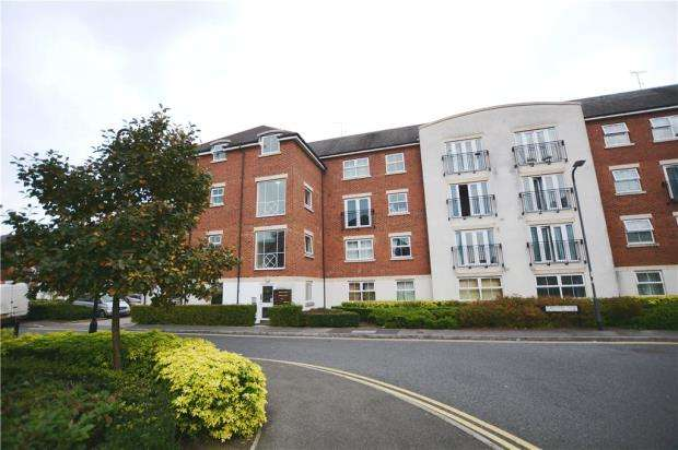 2 Bedrooms Apartment Flat for sale in Tobermory Close, Langley, Berkshire