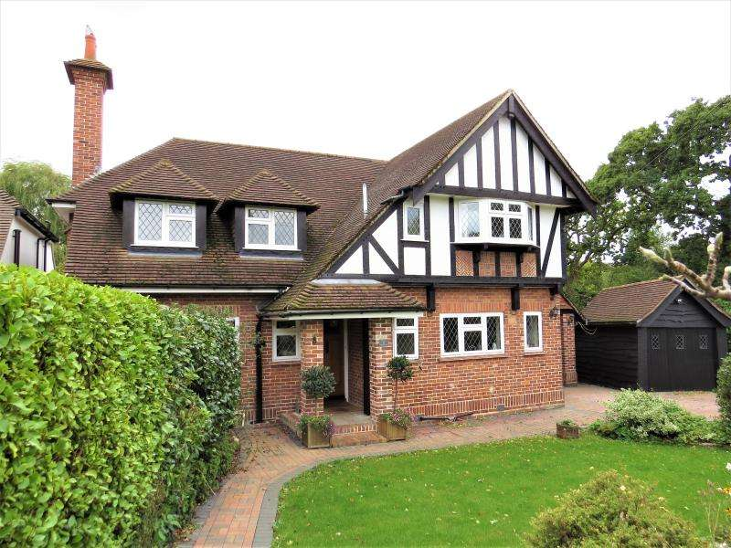 4 Bedrooms Detached House for sale in Superb Character Home