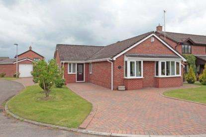 2 Bedrooms Bungalow for sale in Muirfield Drive, Tytherington, Macclesfield, Cheshire