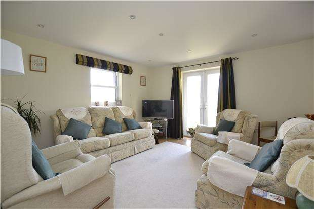 1 Bedroom Flat for sale in Blenheim Heights, WITNEY, OX28 1DY