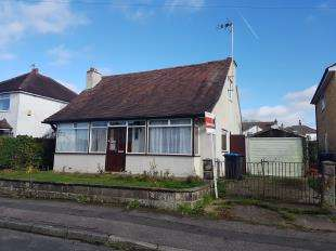 3 Bedrooms Bungalow for sale in Eldon Road, Caterham, Surrey