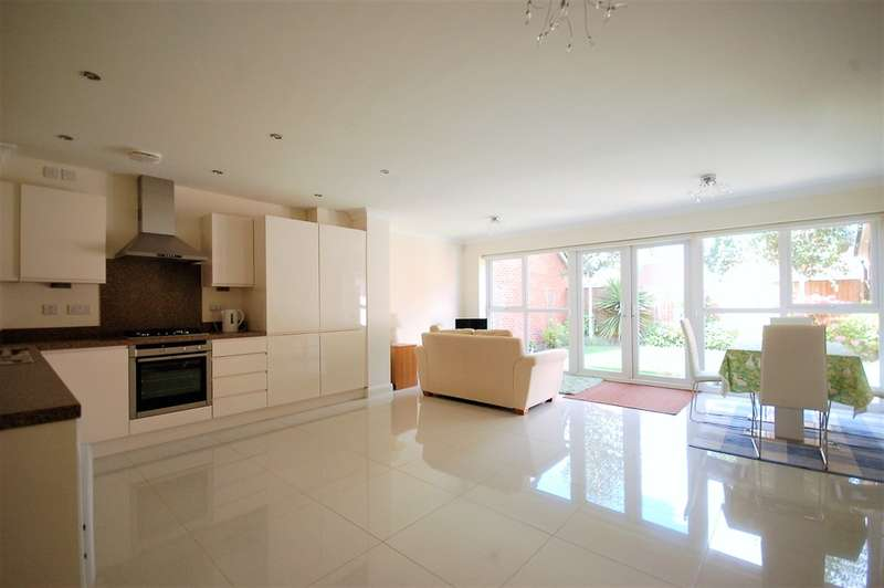 4 Bedrooms Detached House for sale in Baytree Close, Whitehill Estate