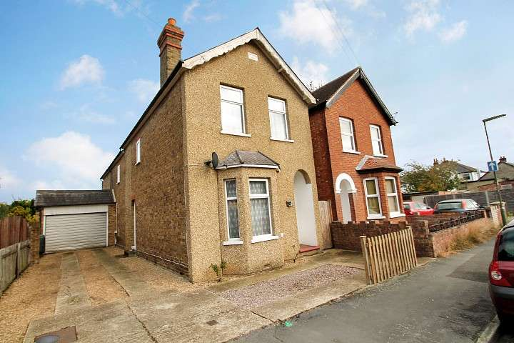 4 Bedrooms Detached House for sale in Glebe Road, Egham, TW20