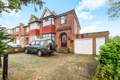 4 Bedrooms Semi Detached House for sale in Woodford, Green, Essex