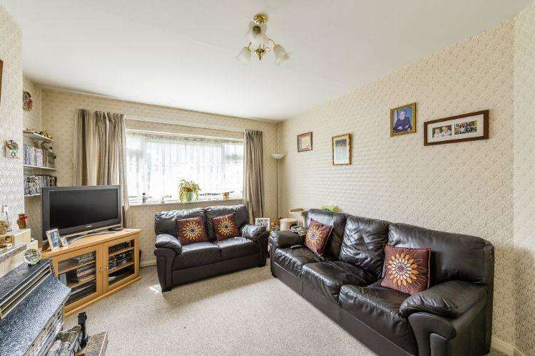 2 Bedrooms Flat for sale in Homefield Close