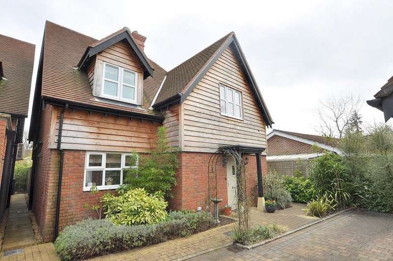 4 Bedrooms Detached House for sale in Ferndown BH22