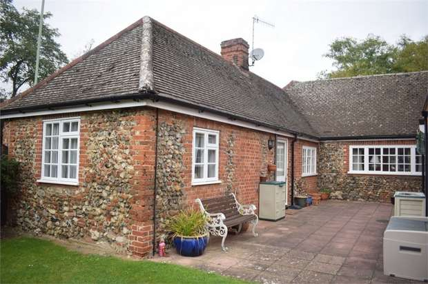 2 Bedrooms Maisonette Flat for sale in Rougham Road, Bury St Edmunds, Suffolk