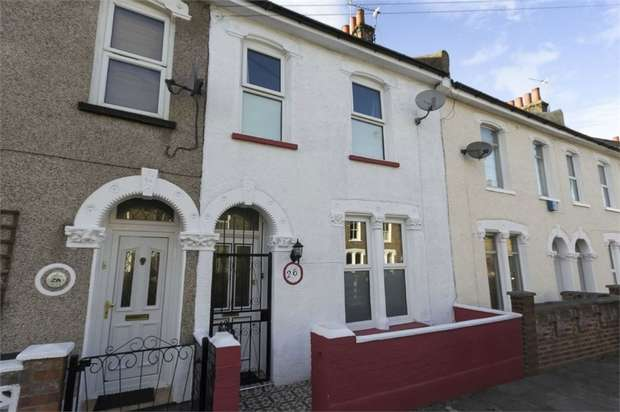 3 Bedrooms Terraced House for sale in Kneller Road, London