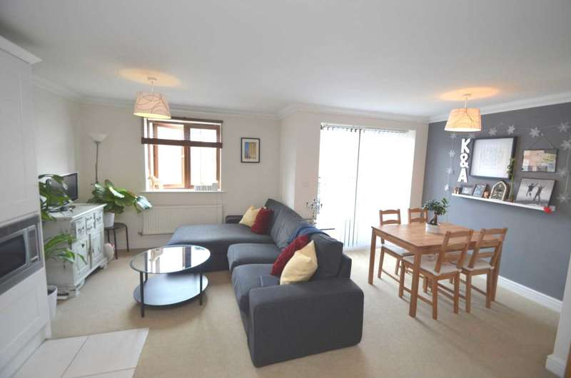 2 Bedrooms Apartment Flat for rent in Broughton