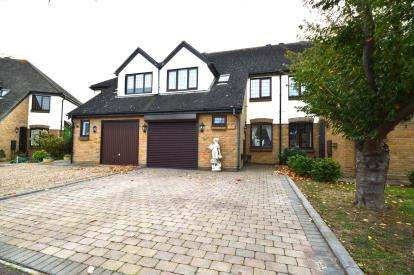 4 Bedrooms Terraced House for sale in Shoeburyness, Southend-On-Sea, Essex