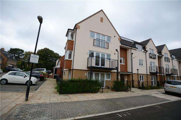 2 Bedrooms Apartment Flat for sale in Sopwith House, 12 Albacore Way, Hayes