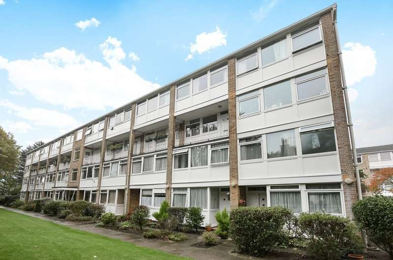 3 Bedrooms Maisonette Flat for sale in Tarnwood Park, London SE9