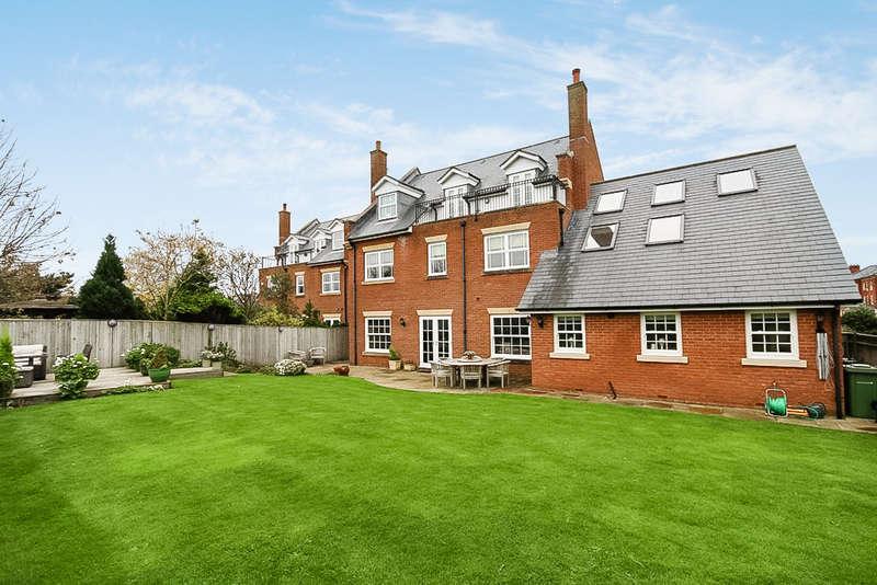 5 Bedrooms Detached House for sale in Kingswood Park, Birkdale, Southport