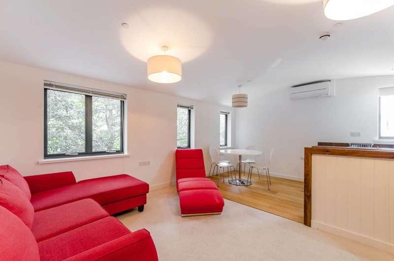 1 Bedroom Flat for sale in Deodar Road, Putney, SW15