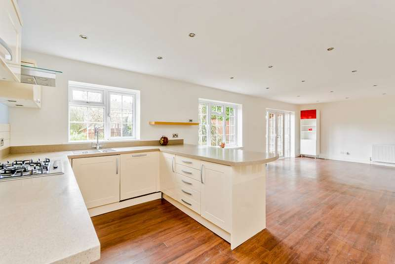 4 Bedrooms Detached House for sale in Nightingale Road, Rickmansworth, Hertfordshire