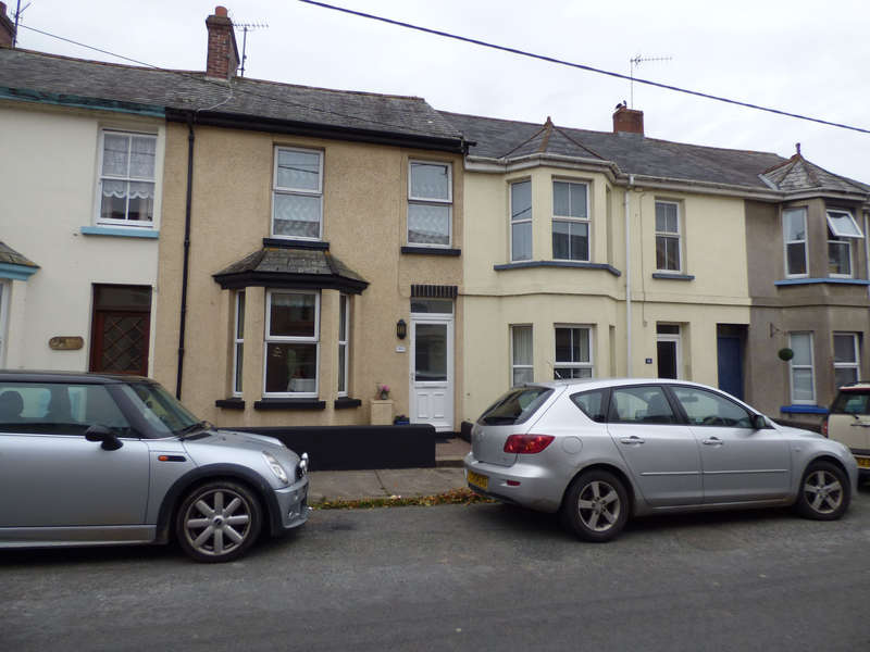 2 Bedrooms Terraced House for sale in Okehampton