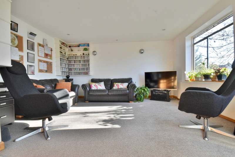3 Bedrooms Maisonette Flat for sale in THE VALE, GOLDERS GREEN, LONDON, NW11