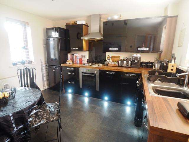 2 Bedrooms Town House for sale in Trinity Court, Old Town, Hull, East Riding of Yorkshire, HU1 2NB