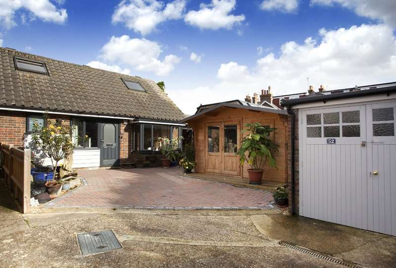 3 Bedrooms Semi Detached Bungalow for sale in Bedford Road, Horsham