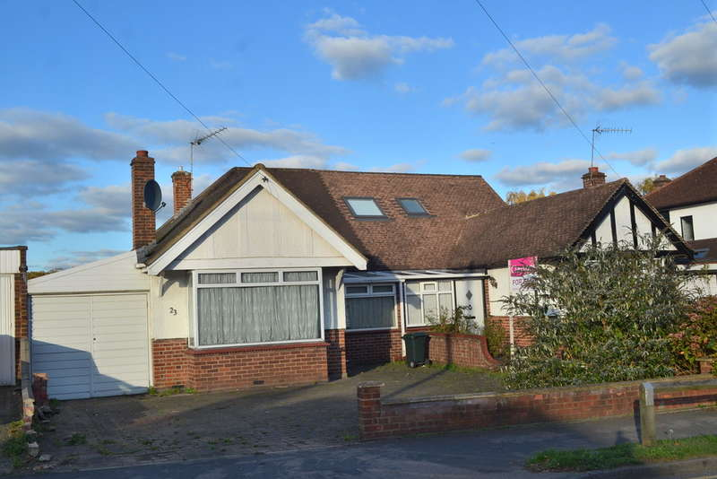 2 Bedrooms Semi Detached Bungalow for sale in Bucknalls Lane, Watford