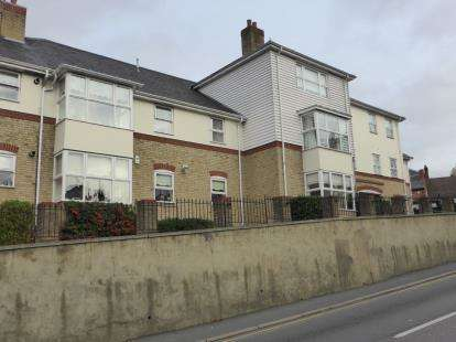 1 Bedroom Flat for sale in Crown Hill, Rayleigh, Essex