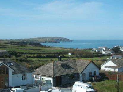 3 Bedrooms Semi Detached House for sale in Trevone Road, Trevone, Nr Padstow