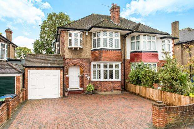 3 Bedrooms Semi Detached House for sale in Worcester Park, Surrey, .