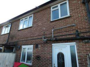 3 Bedrooms Maisonette Flat for sale in Central Parade, New Addington, South Croydon