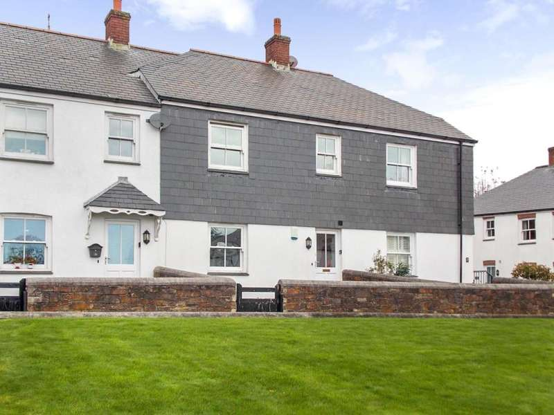 3 Bedrooms Terraced House for sale in Galleon Court, Charlestown, Cornwall