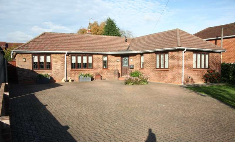 4 Bedrooms Detached Bungalow for sale in The Ridgeway, Woodley, Reading, RG5