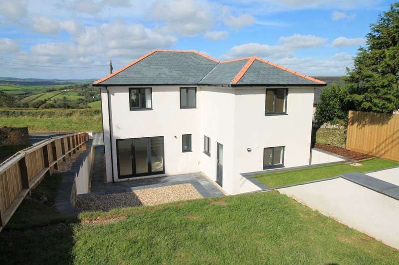 3 Bedrooms Detached House for sale in Lanteglos, Nr Looe