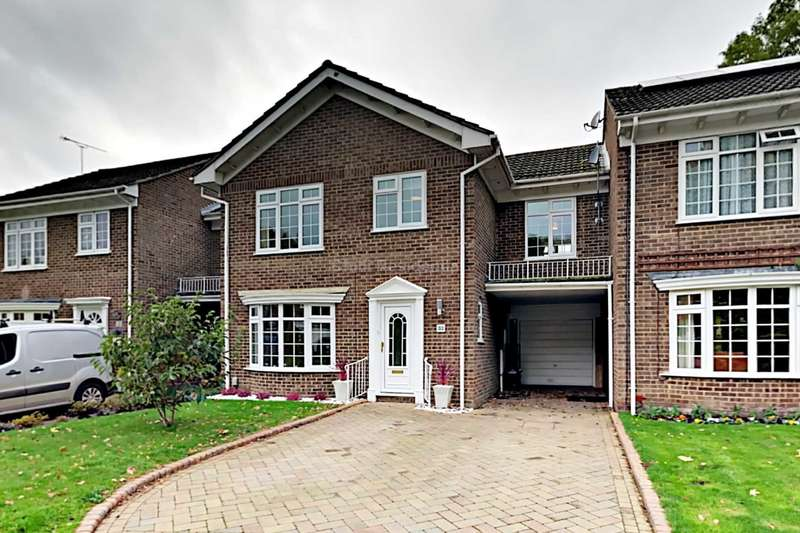 4 Bedrooms Link Detached House for sale in Regent Way, Frimley