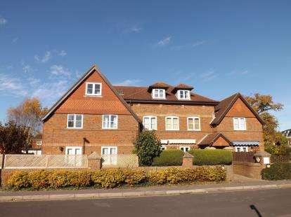 2 Bedrooms Flat for sale in Haverlock Road, Warsash, Hampshire