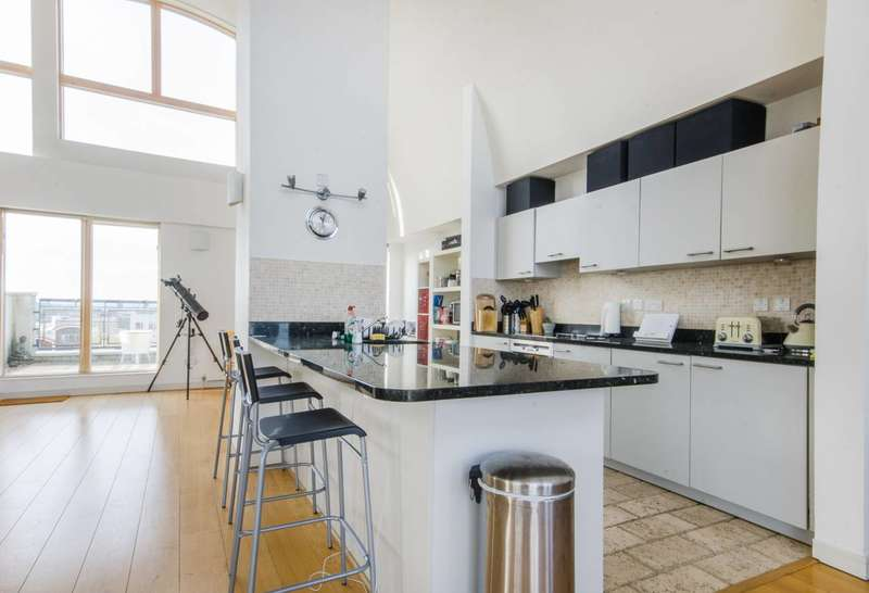 3 Bedrooms Flat for sale in John Harrison Way, Greenwich, SE10