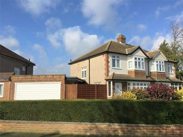 3 Bedrooms Semi Detached House for sale in Amis Avenue, West Ewell