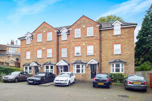 2 Bedrooms Flat for sale in Heather Place, Esher, Surrey