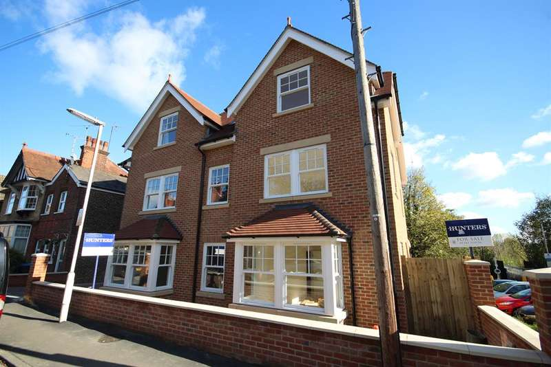 2 Bedrooms Flat for sale in 3 Worth House, Grosvenor Road, East Grinstead, RH19