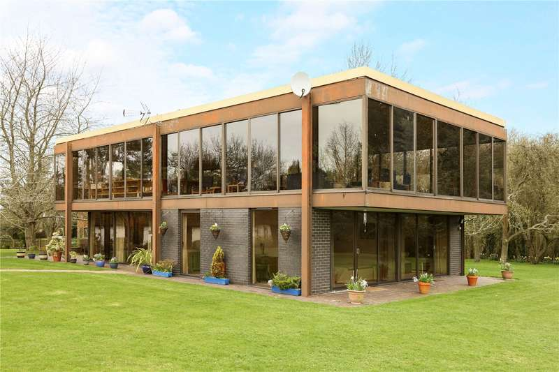 4 Bedrooms Detached House for sale in Wotton Underwood, Aylesbury, Buckinghamshire, HP18
