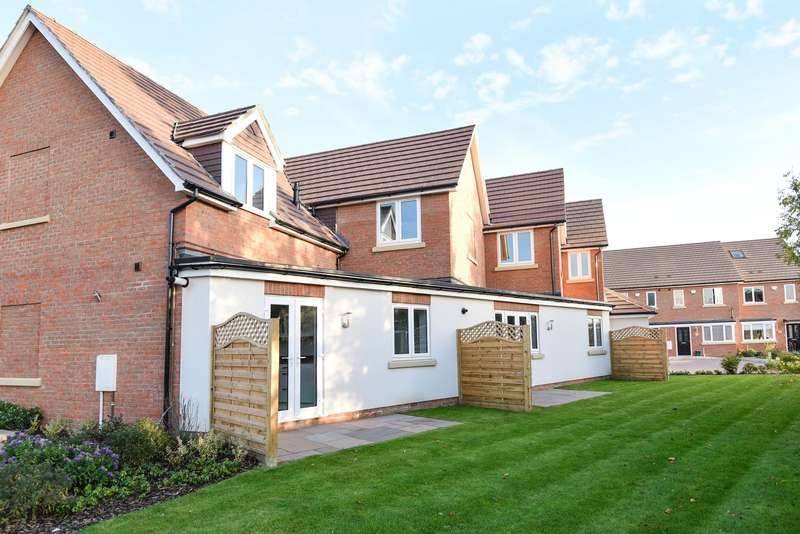 2 Bedrooms Flat for sale in Hadrian Way, Stanwell, TW19