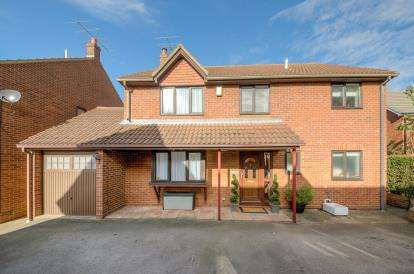 4 Bedrooms Detached House for sale in Moores Court, Cambridge Road, Sandy, Bedfordshire