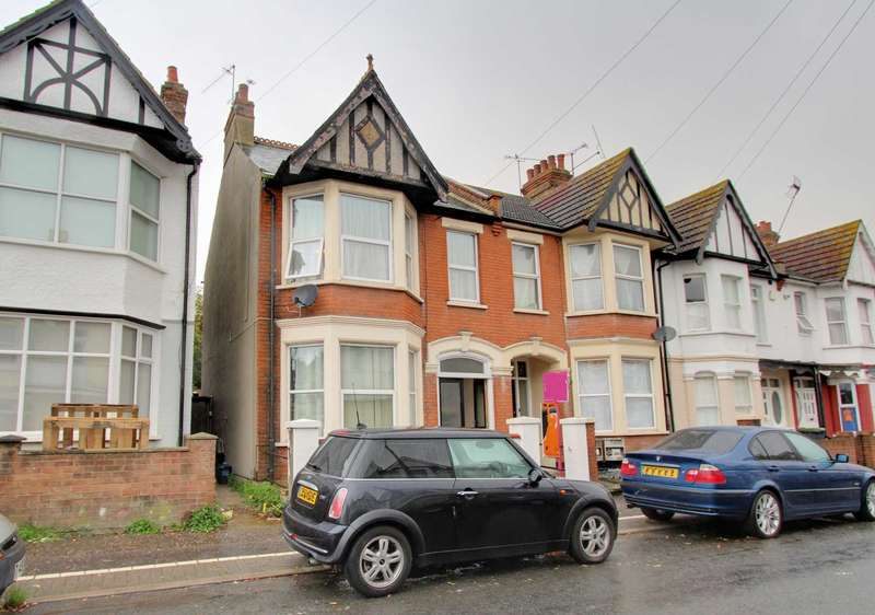 2 Bedrooms Flat for sale in Hainault Avenue, Westcliff On Sea