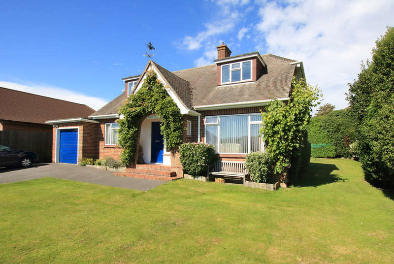 3 Bedrooms Chalet House for sale in Old Farm Walk, Lymington, Hampshire