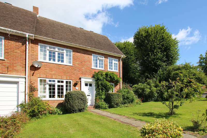 4 Bedrooms End Of Terrace House for sale in St Annes Gardens, Lymington, Hampshire