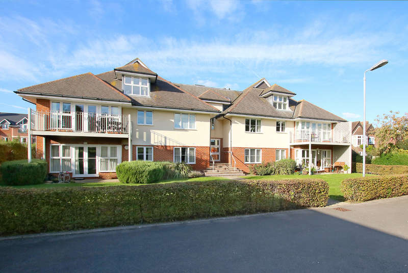 2 Bedrooms Flat for sale in Avenue Road, Lymington, Hampshire