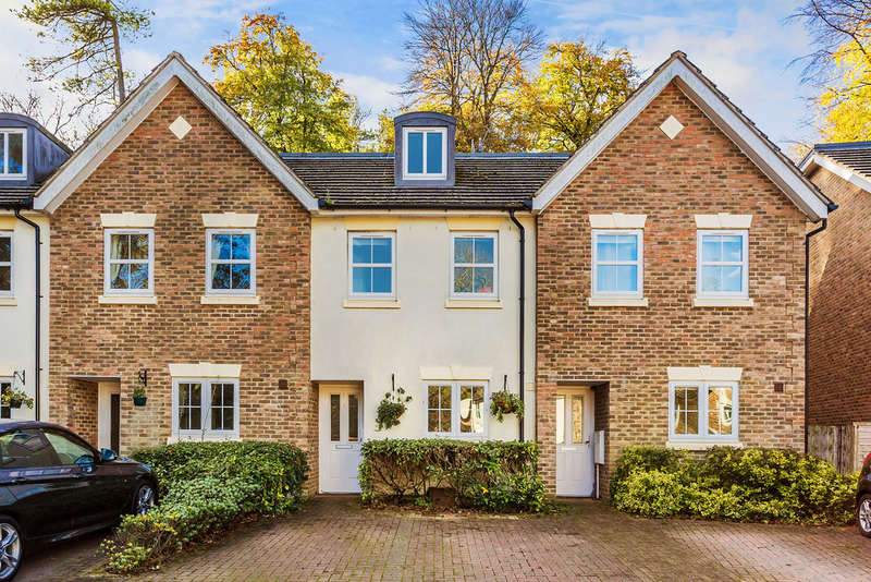 3 Bedrooms Terraced House for sale in Woodlands Place, Caterham, CR3