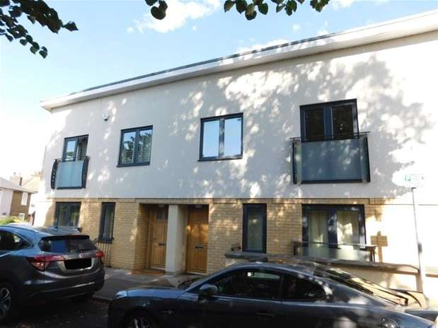 2 Bedrooms Mews House for sale in Seething Wells Lane, Surbiton