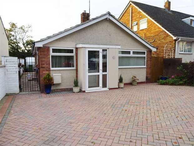 2 Bedrooms Detached Bungalow for sale in School Road, Brislington, Bristol