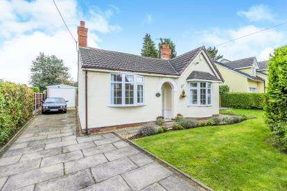 2 Bedrooms Bungalow for sale in Brookland Avenue, Wistaston, Crewe, Cheshire