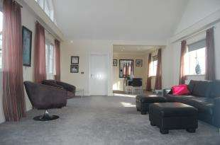 3 Bedrooms Flat for sale in Pacific Heights North, 17 Golden Gate Way, Eastbourne, East Sussex
